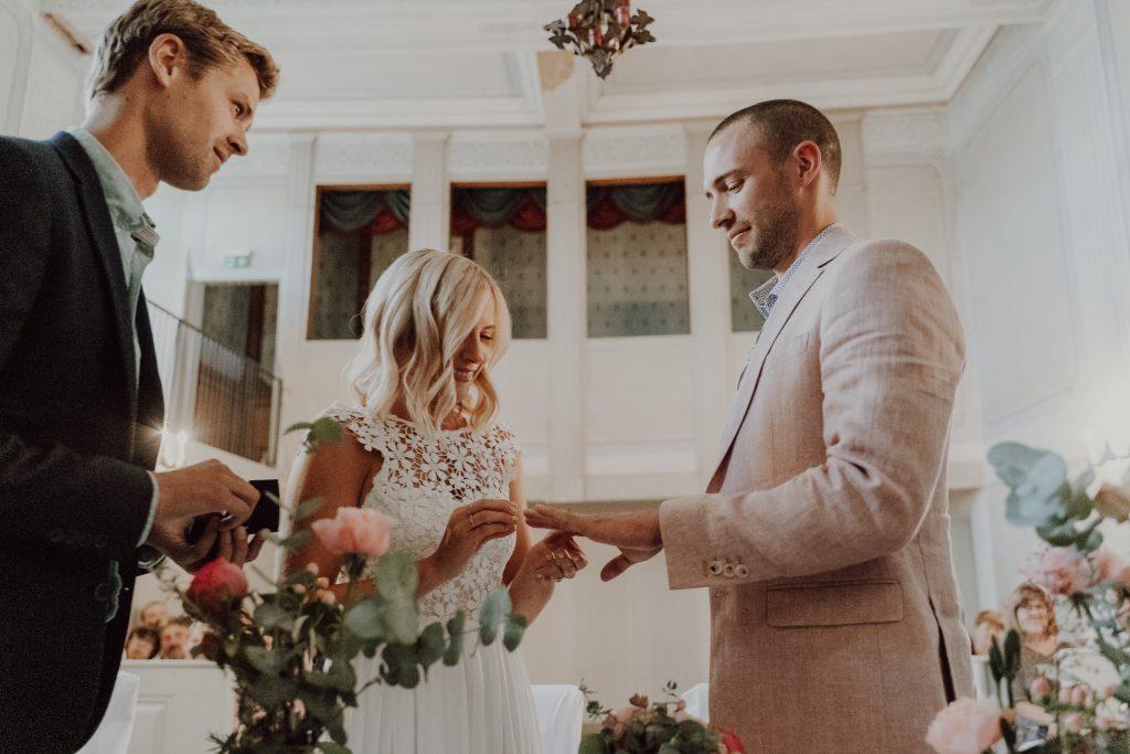 Hochzeitsfoto Ringübergabe